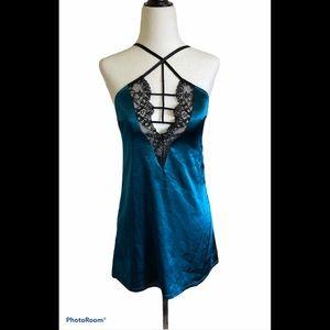 3/$30 La senza lace night gown